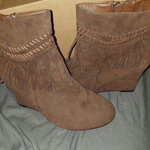 Shoes - Ankle wedge booties
